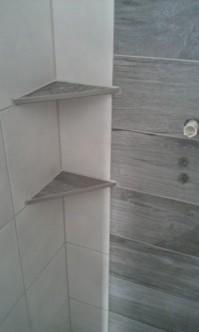 Edelstahlablage in der Dusche