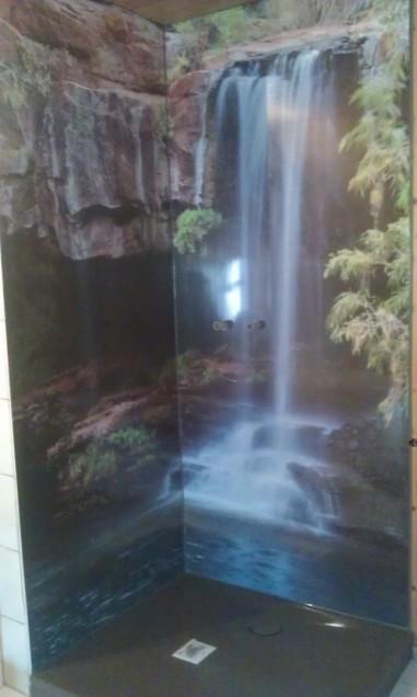 Duschwand mit Regenwaldmotiv