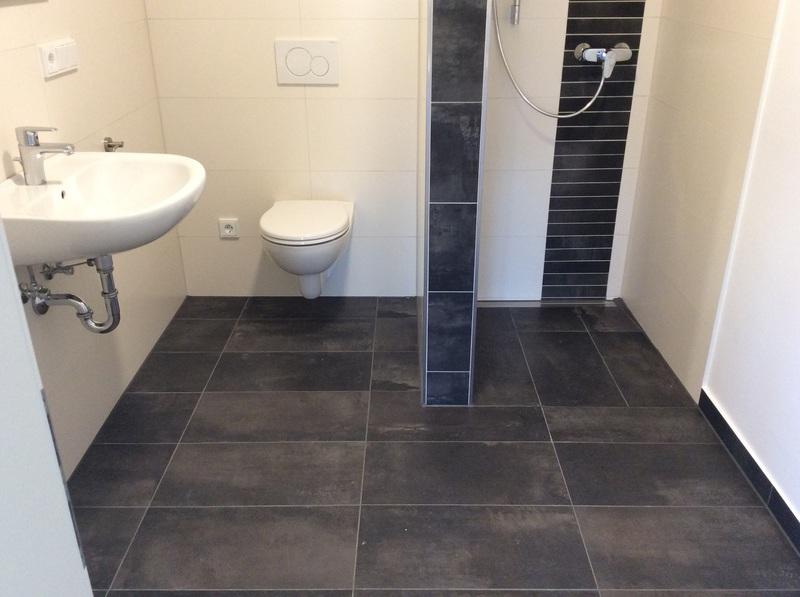 Kleines Bad Mit Wc Und Dusche.
